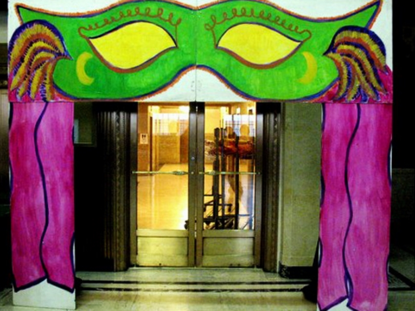 Walk through Mask: Use as entrance to main room this mask measures 9' tall and 11' wide.