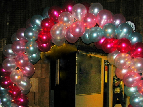 Balloons: Arches, Centerpieces, Trees, Columns. Your ideas and colors. Let us do the work.