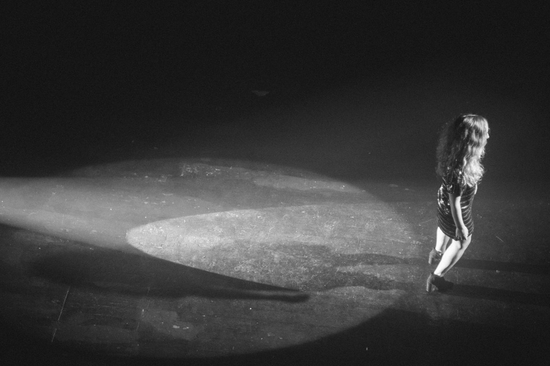 LYON-Catch-Me-If-I-Fall-Behind-The-Scenes-Paul-Steward-11.jpg