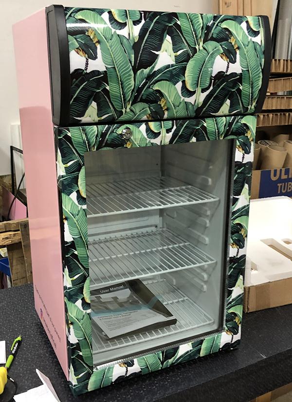 Avantco SC-40 Black Countertop Display Refrigerator with Swing Door with Wrap