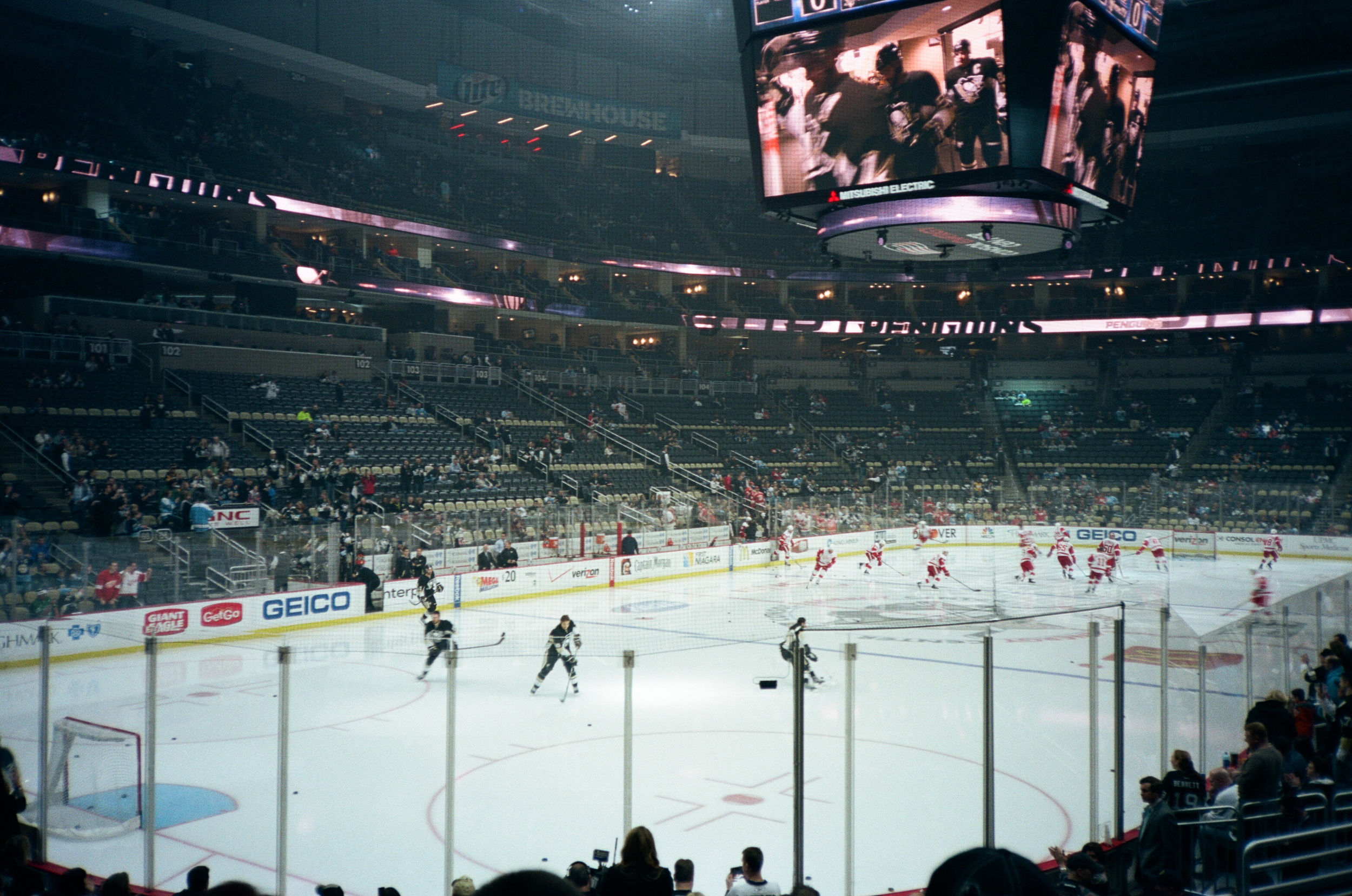 Hockey-Night-In-Pittsburgh-Film-Photography-Karlsson-010.jpg
