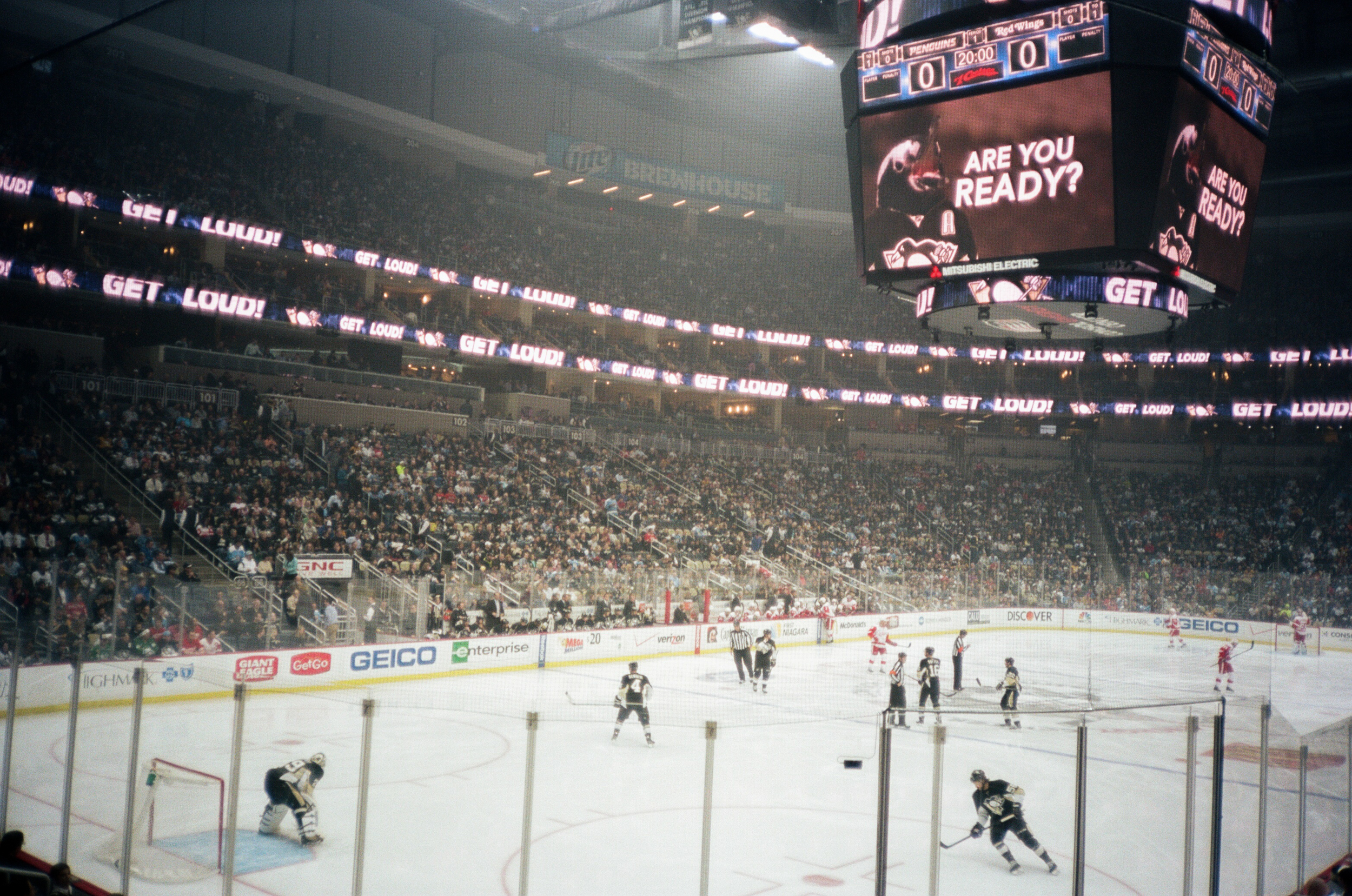 Hockey-Night-In-Pittsburgh-Film-Photography-Karlsson-030.jpg