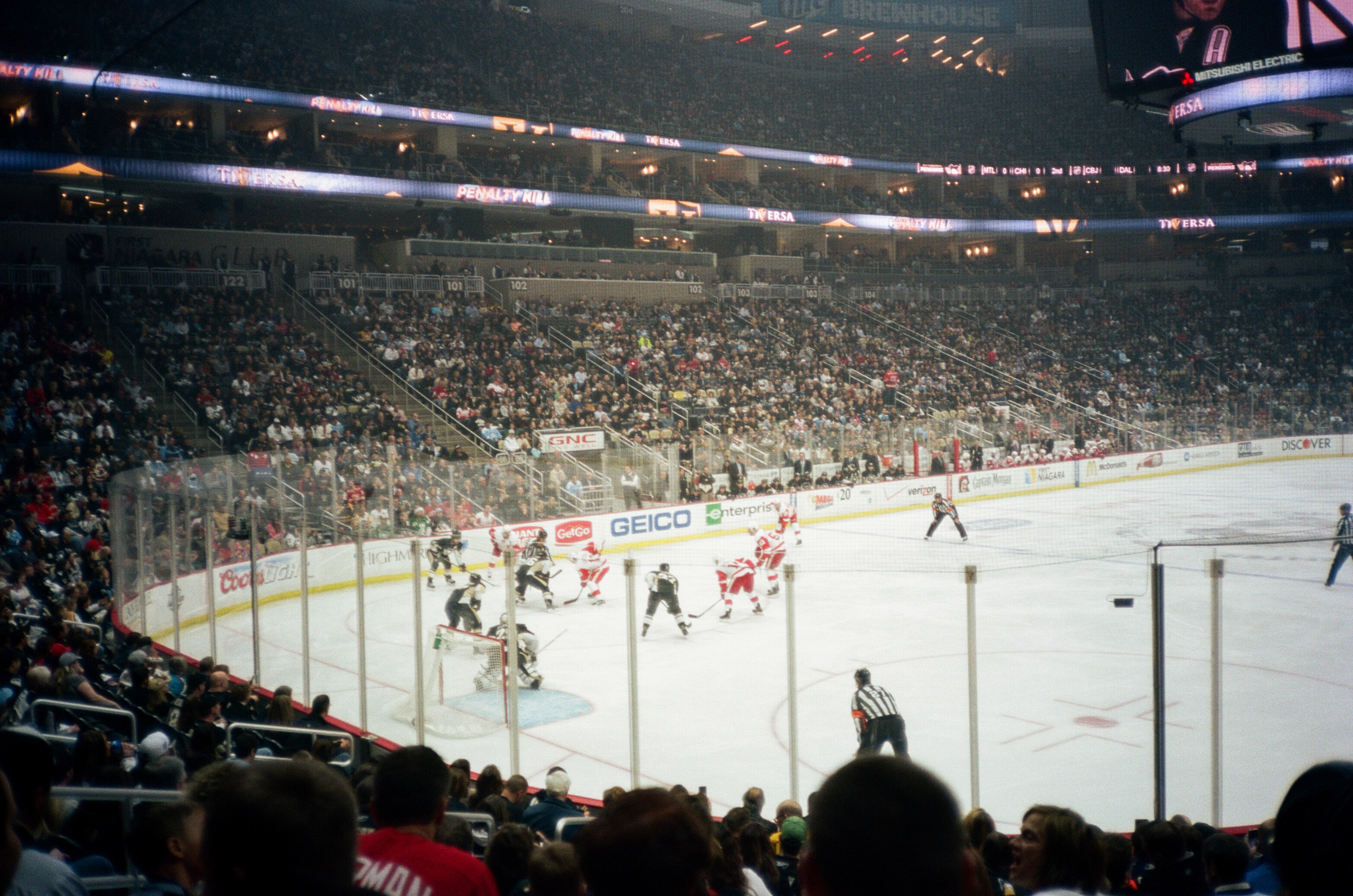 Hockey-Night-In-Pittsburgh-Film-Photography-Karlsson-031.jpg