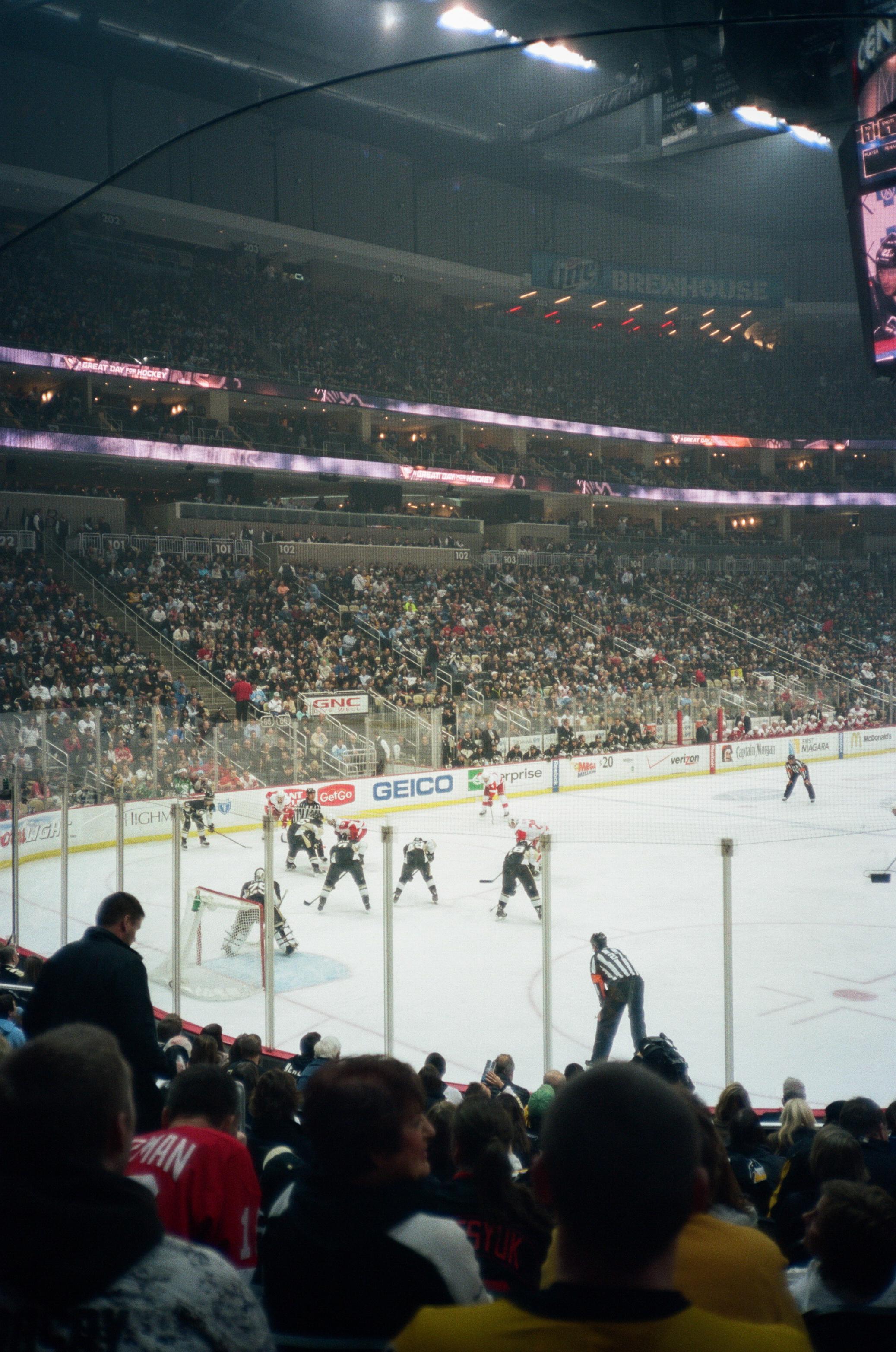 Hockey-Night-In-Pittsburgh-Film-Photography-Karlsson-032.jpg