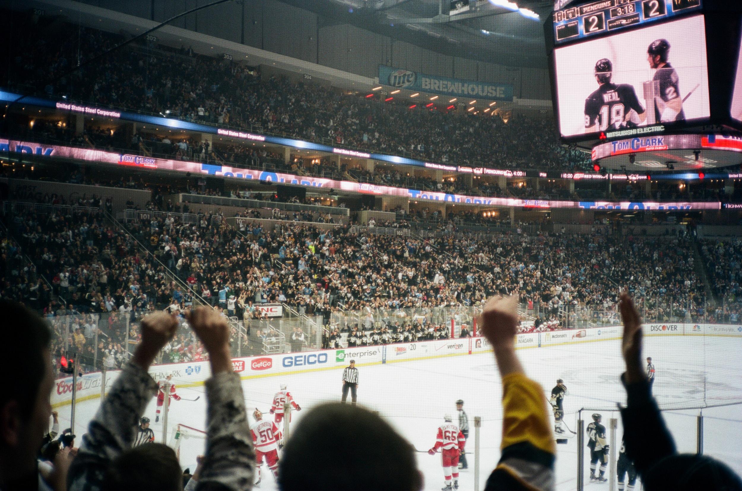 Hockey-Night-In-Pittsburgh-Film-Photography-Karlsson-033.jpg