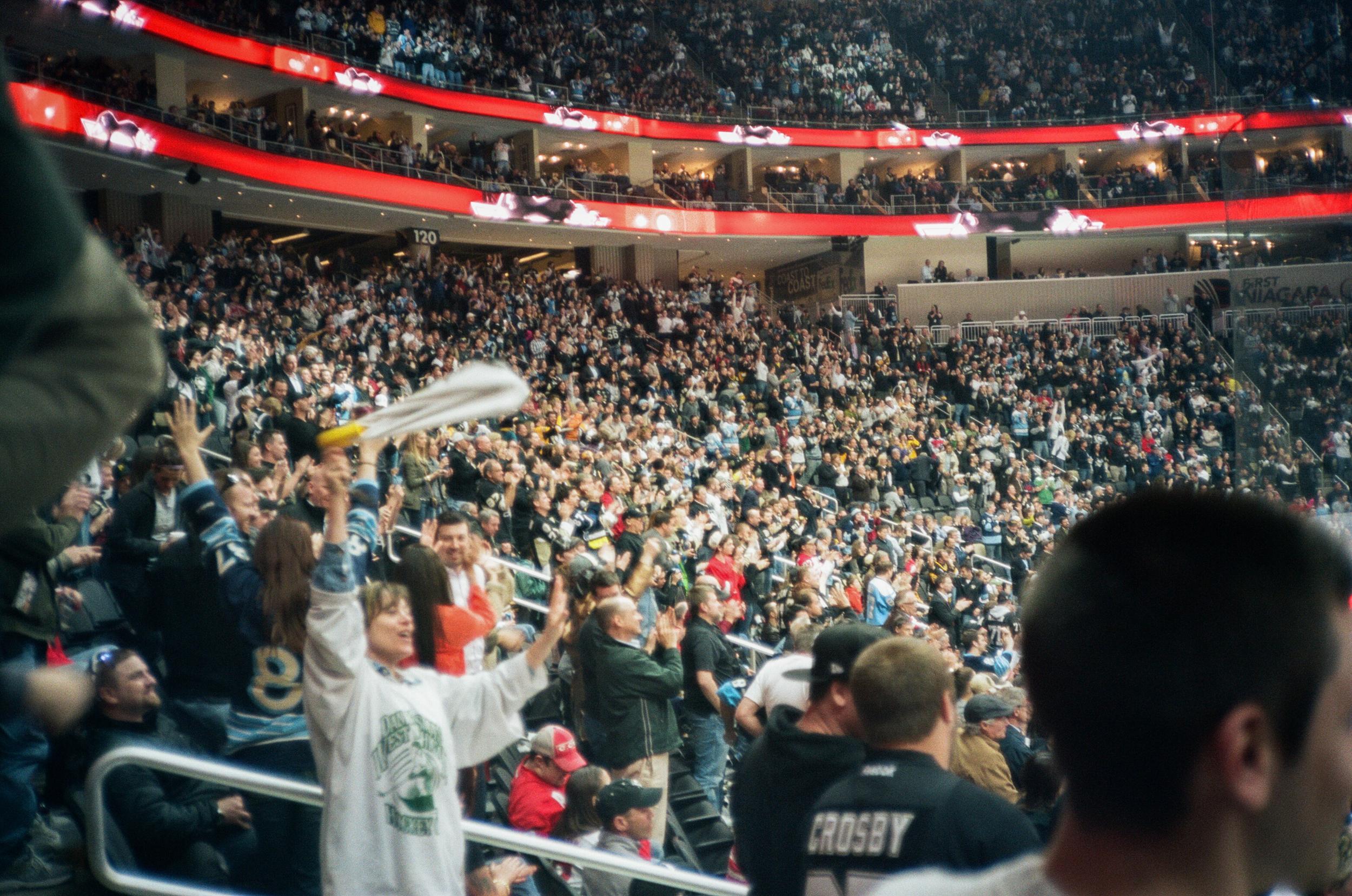 Hockey-Night-In-Pittsburgh-Film-Photography-Karlsson-034.jpg