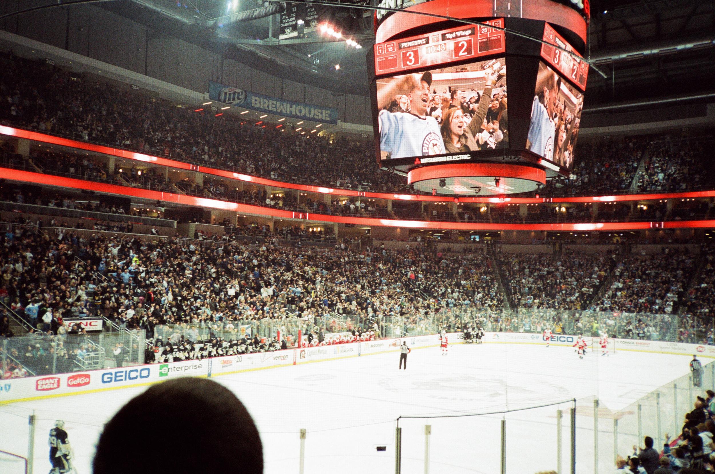 Hockey-Night-In-Pittsburgh-Film-Photography-Karlsson-047.jpg