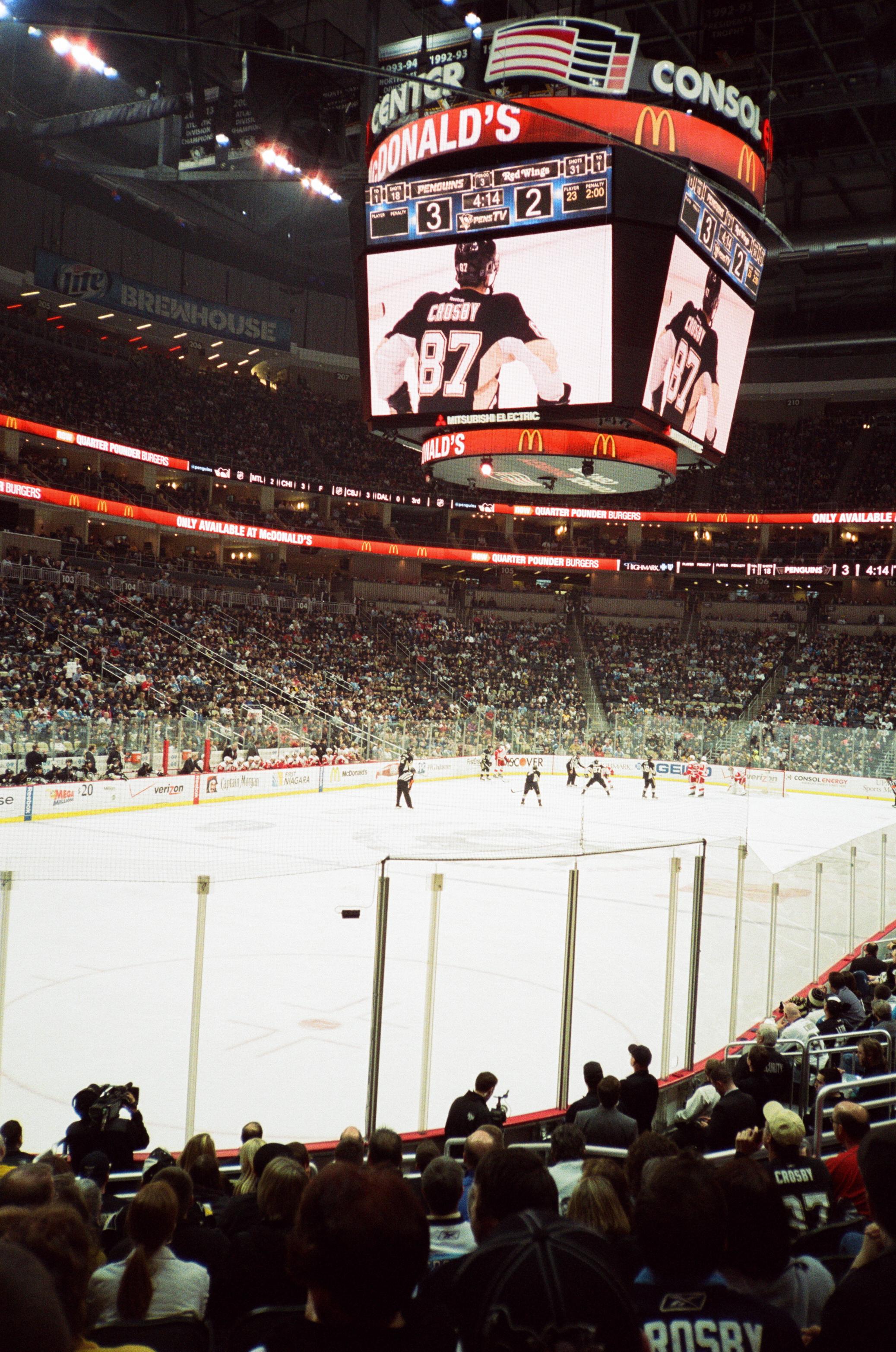 Hockey-Night-In-Pittsburgh-Film-Photography-Karlsson-054.jpg