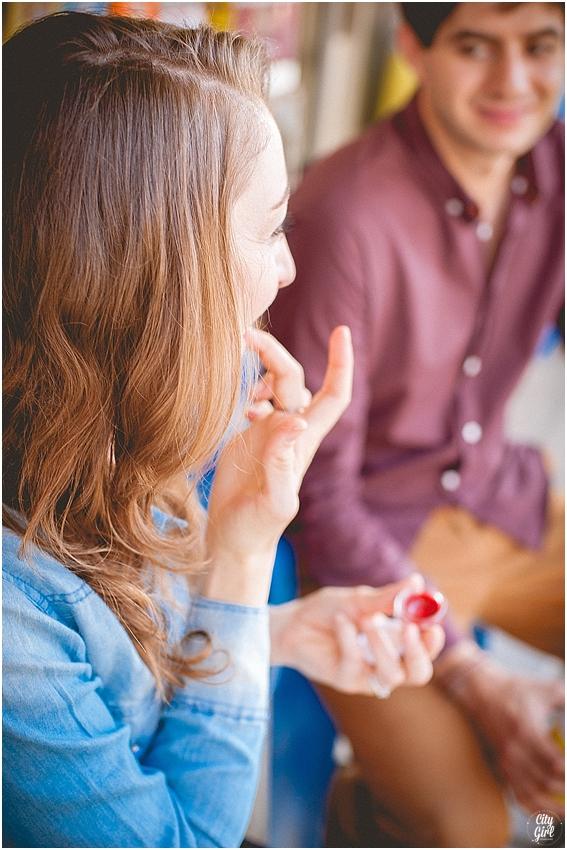 EngagementShootSouthKoreaCityGirlSearchingPhotography_0015.jpg