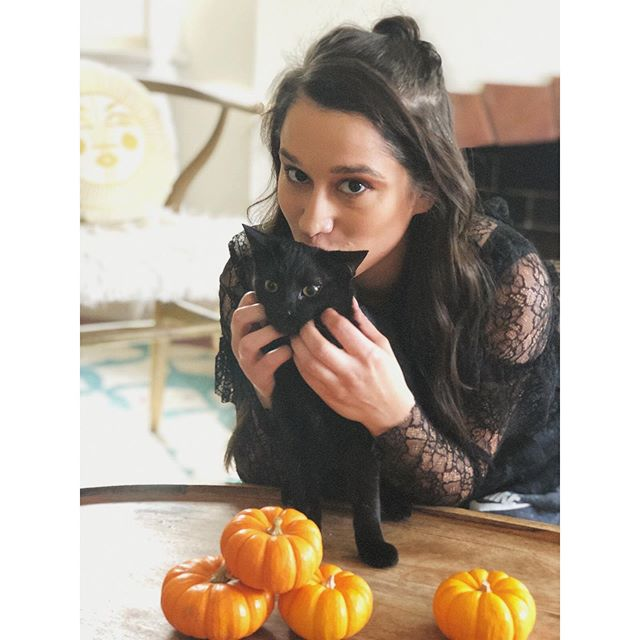 🎃Celebrating October all month long with my lil' coven🖤of sweet black cats aka familiars🎃 This is Luna🌙 + I checking out the pumpkin patch I casually may have set up🌙 . . #blackcatsaregoodluck #witchy #salemandsabrina #myfamiliar #blackkitten #blackcatsofinstagram