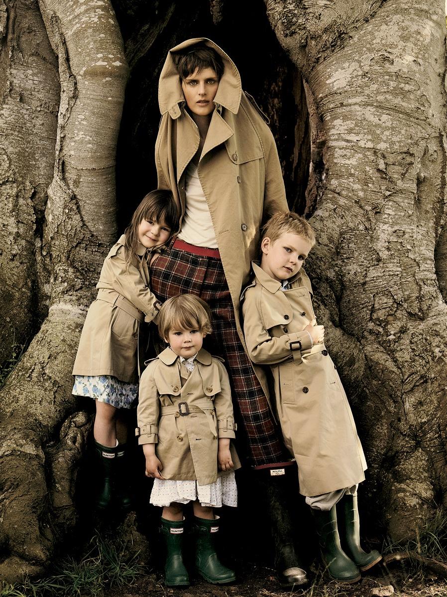Stella Tennant & her children - Vogue, October 2005