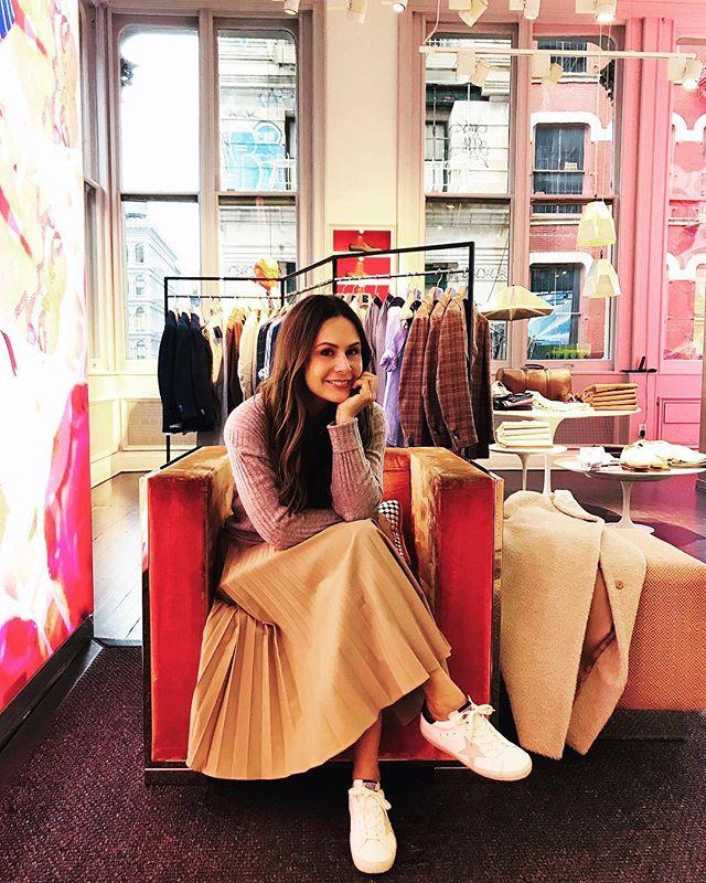 Waiting for the weekend like . . . #friday #mood #weekend #soho #nyc #newyork #weekendvibes #soho #shopping #citylife #suitsupply #ootd #photooftheday #reportista