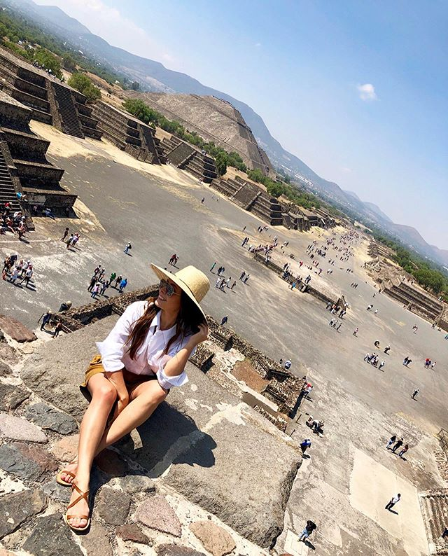 Bucket list: climbing a pyramid ✔️ . . . #piramidesdeteotihuacan #pyramids #pyramidofthesun #teotihuacan #mexico #architecture #design #building #ancientsite #view #travel #wonderlust #nature #photooftheday #reportista