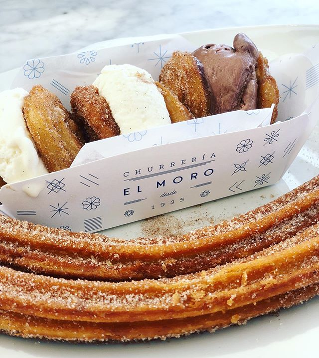 Dreaming of this while I chew a salad 😩 . @churreriaelmoro . . #backtowork #summeriscoming #churros #icecream #icecreamsandwich #churreriaelmoro #polanco #CDMX #mexicocity #mexico #food #dessert #bakery #daydreaming #travel #wanderlust #photooftheday #reportista