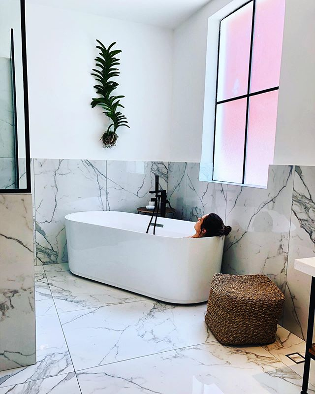 #mondaymood 💆🏻‍♀️ . . . #monday #mood #bath #bathtub #relax #bathroom #hotelroom #design #architect #polanco #cdmx #mexicocity #mexico #ciudaddemexico #orchidhousehotels #beautifulspaces #takemeback #travel #wanderlust #photooftheday #reportista
