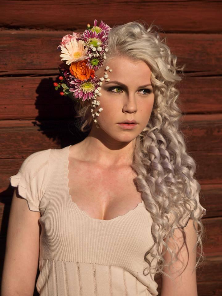 Mitt slutarbete i makeup & styling under sista året i Västermalms Gymnasium.  Projektidé och styling: Amanda Qvarfort Modell: Hanna Stattin  Foto: Linn Salomonsson