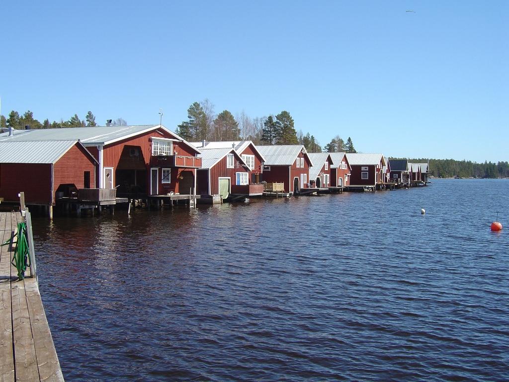 Mellanfjärdenär ett levande fiskeläge längs Hälsingekusten, i Jättendal som är mellan Sundsvall och Hudiksvall.