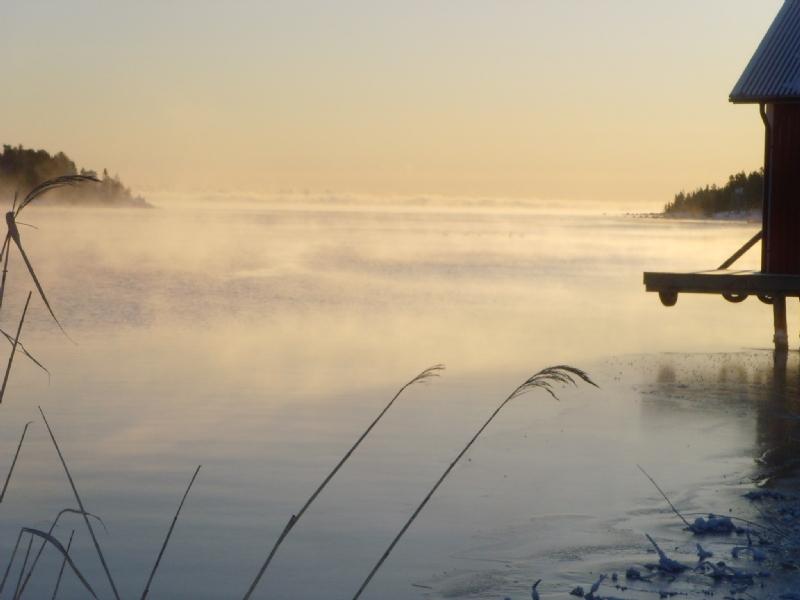 Vinterbild från Hotell Mellanfjärden och restaurang Sjömärket.