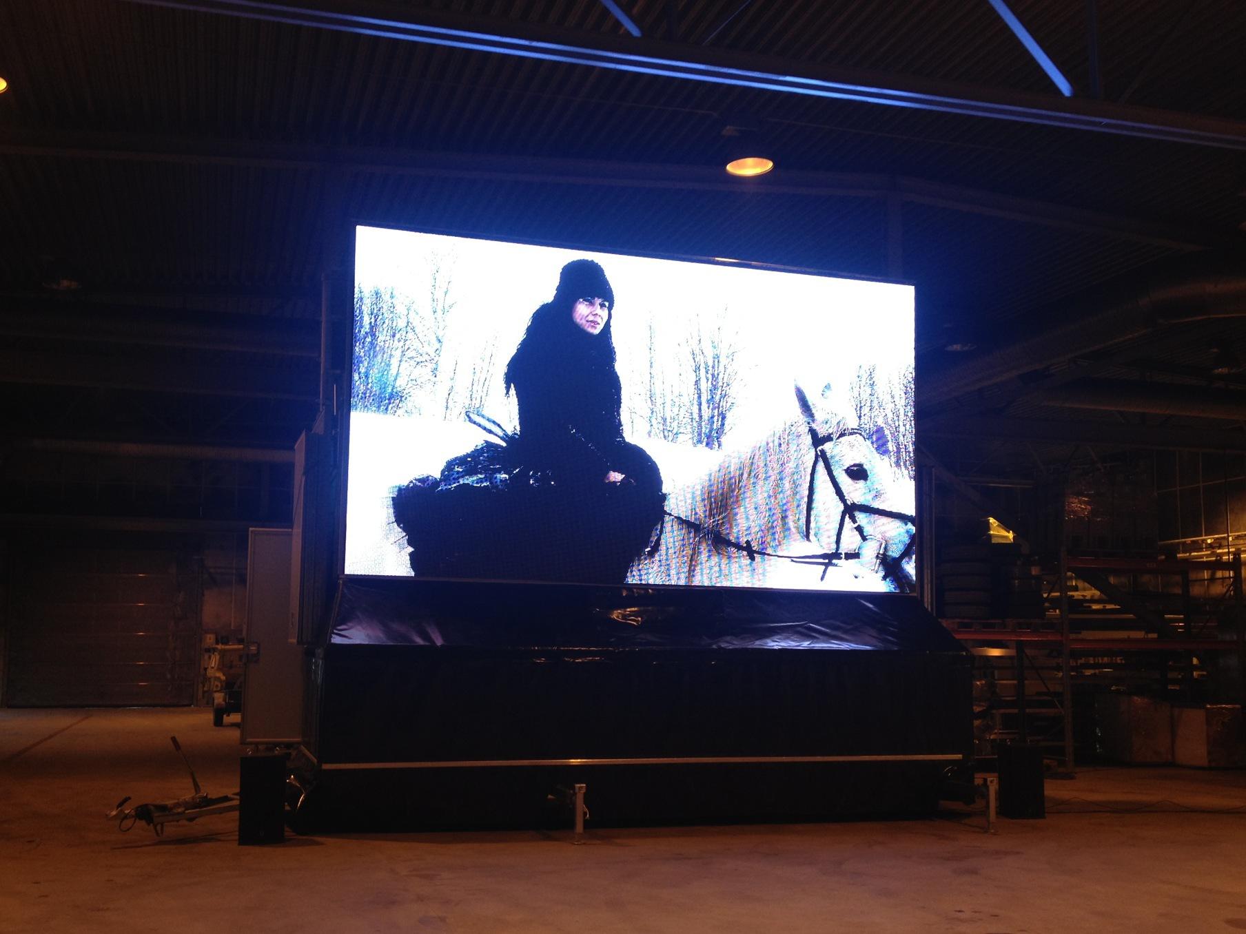 Påvårt möte med Pro-Stage möttes vi av derasstorbildsskärmdärvår film från Midvinterglöd 2012 spelades upp!Mäktigt! Nu kommer skärmen till Midvinterglöd!