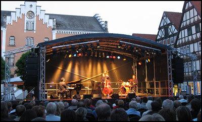 Stor scen på plats i Sundsvall. www.pro-stage.se