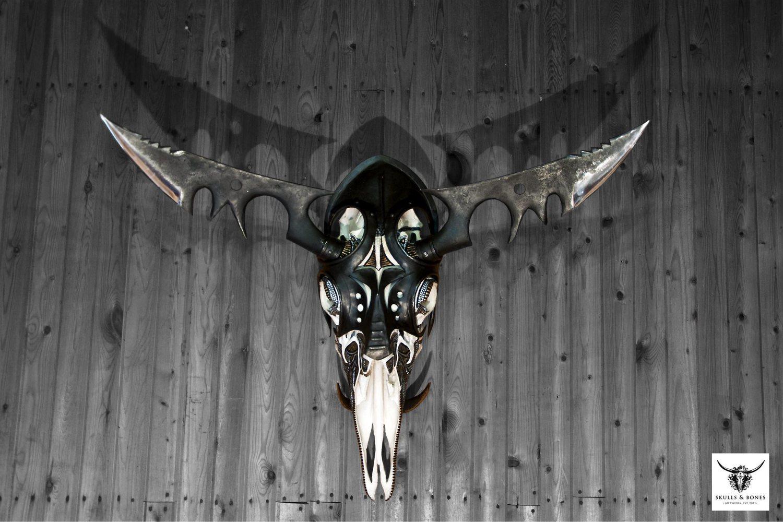 Skallkonst av Petra Shara Stoor i ett samarbete med smeden Fredrik Thelin. www.skullartistry.com