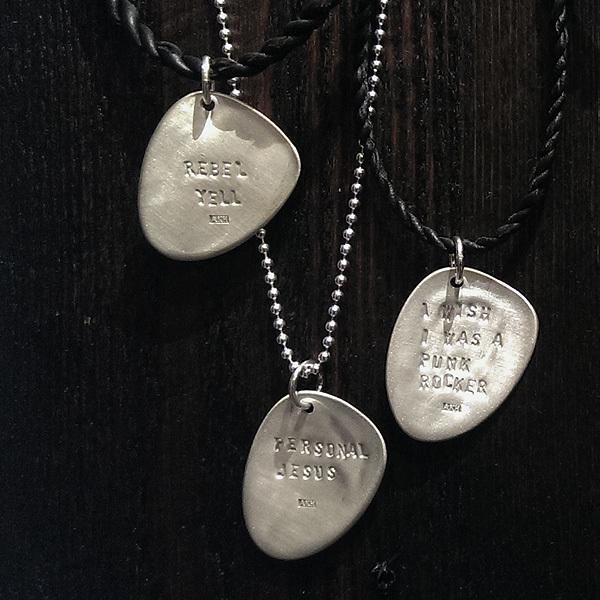 Smycken av Anna-Karin Hulling.  www.hullingsilver.se