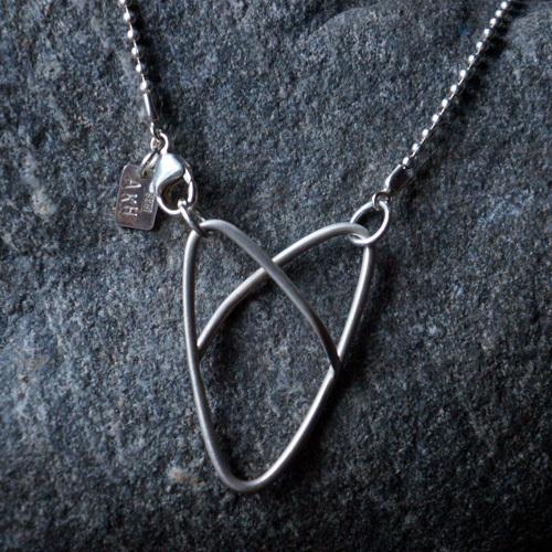 Smycke, Trådhjärta, av Anna-Karin Hulling. www.hullingsilver.se