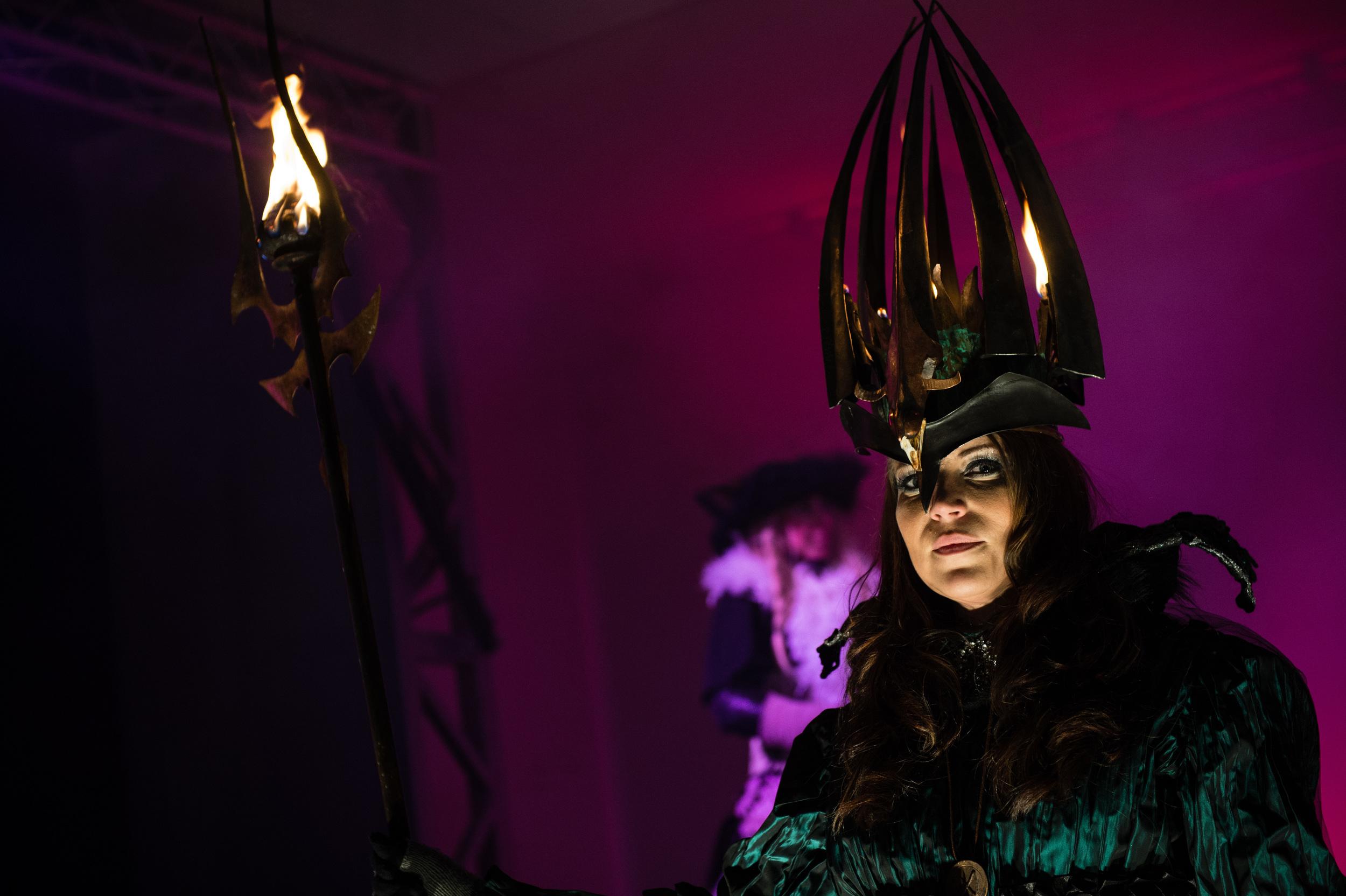 Katarina Borbos gestaltar vår Lucia i folktron på Midvinterglöd 2014. Foto: Philippe Rendu www.philippe.se