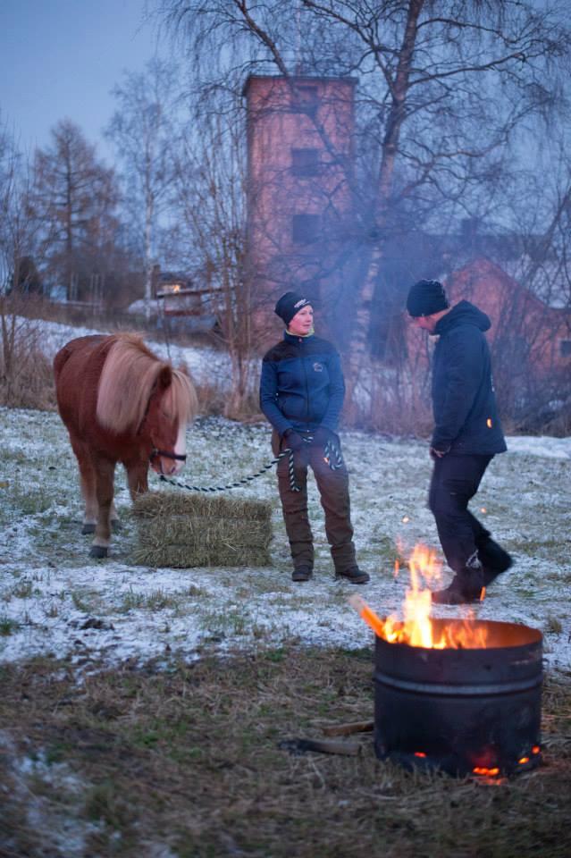 Elin & Grover Östberggästade ännu ett år Midvinterglöd med sina vackra islandshästar.