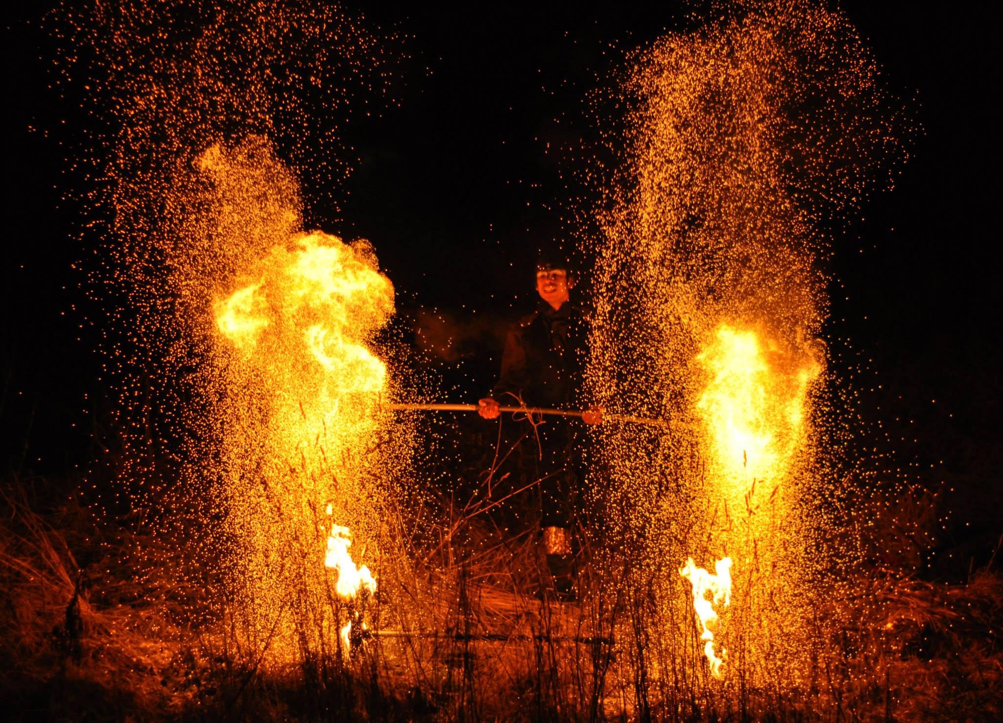 Act of Emotions eldshow på Midvinterglöd 2014 - Vinterväsen. Foto: Håkan Lenneby