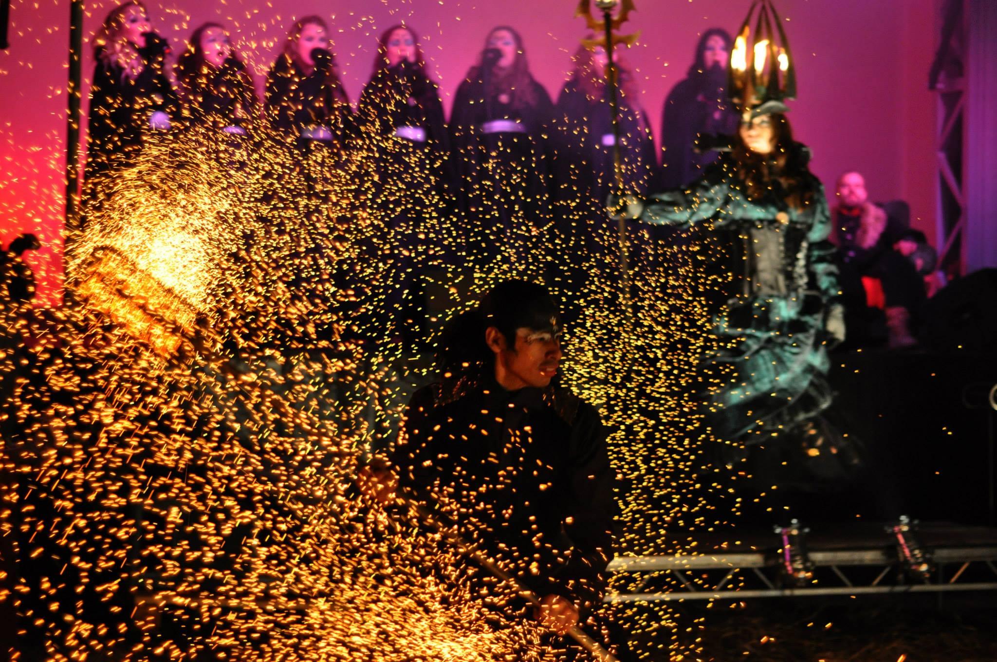 Act of Emotions medverkan i Lucia i folktronshowen på Midvinterglöd 2014 - Vinterväsen. Även i år medverkar Act of Emotion i Luciashowen!Foto: Håkan Lenneby