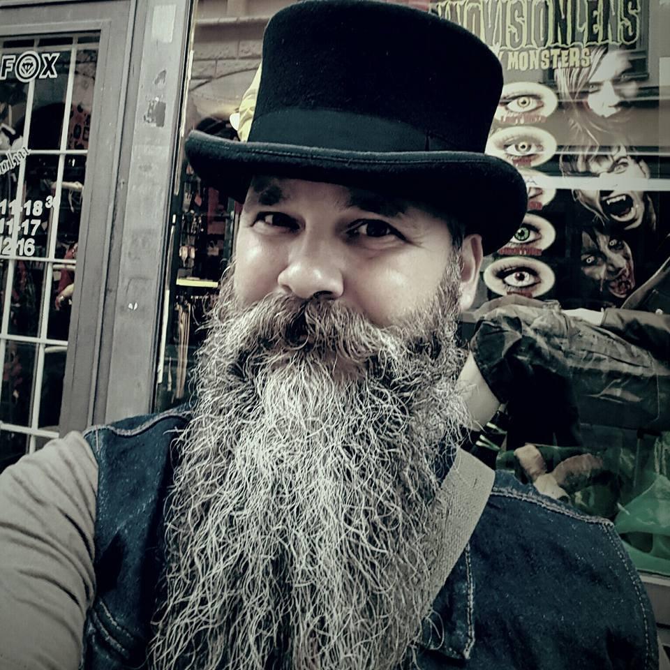 John-Olov Erickson, skäggexperten som står bakom Broder Joe's skäggprodukter kommer att medverka på Midvinterglöds julmarknad och sälja ekologiska egentillverkade skäggprodukter.