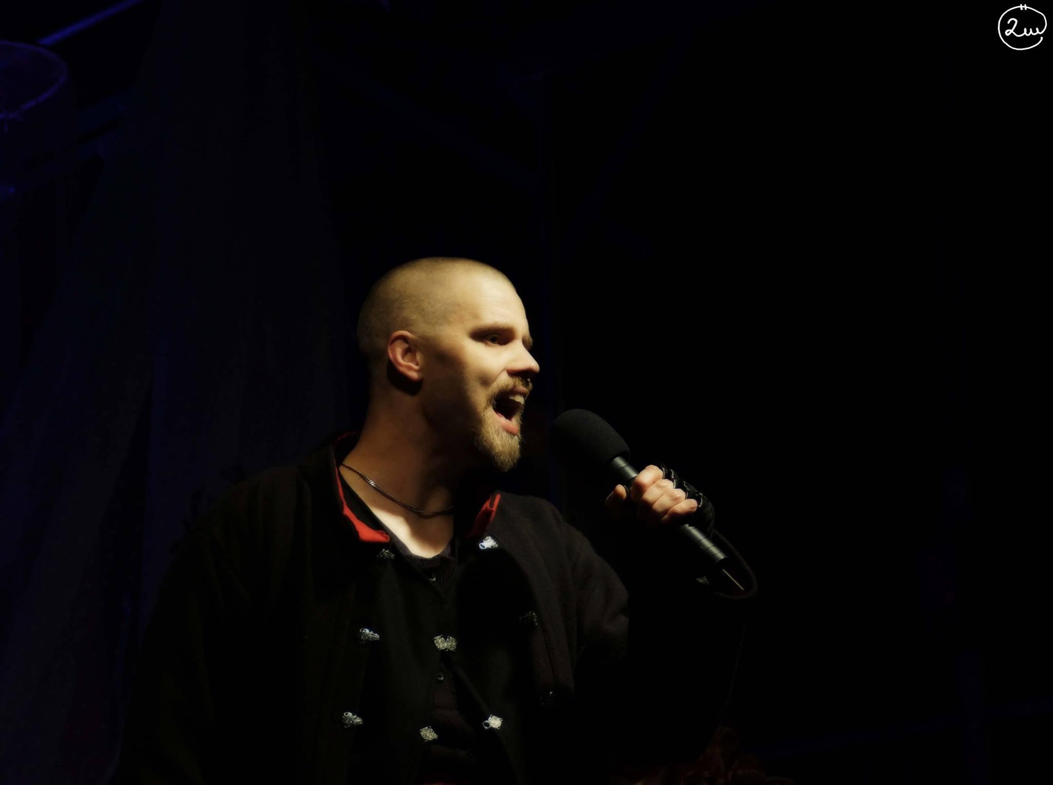 Leo Flavum medverkar som berättare även i årets show med Lucia i folktron.