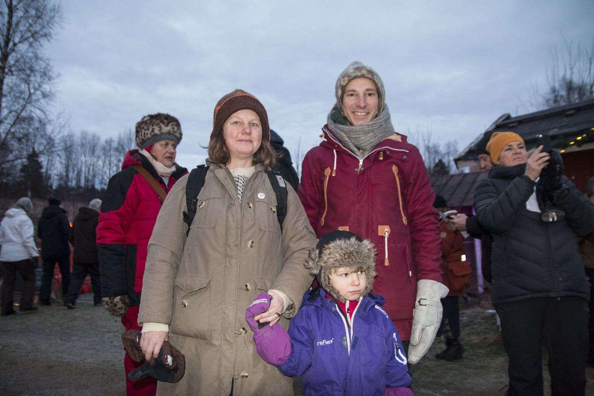Anna Ahlström, Stefan Gyllenberg och sonen Alve Gyllenberg hade åkt ända från Umeå för att uppleva Midvinterglöd. Foto:Johan Adeström