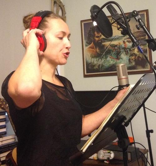 Tua Eurén (från Dimmerar'yn)  i Bogstastudion under inspelningen av FeatherFall. Foto: Fredrik Fernlund