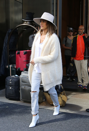 Yes, yes and yes!  Jessica Alba  is off to a great start for the fall season. The star sported this ultra-fab all white look while hitting the fashion week scene in NYC.