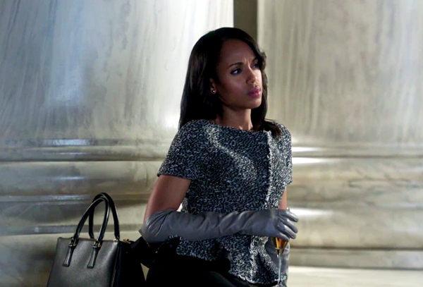 """abc.go.com   Episode: All of them Designer: Prada (what else?) Why it was chosen: """"I had 20 purses in the room, and Kerry said, 'What about that one?'"""" The purse Washington pointed to was Paolo's, and it ended up being used on the show. """"ABC owes me a Prada purse; it's still there today."""""""