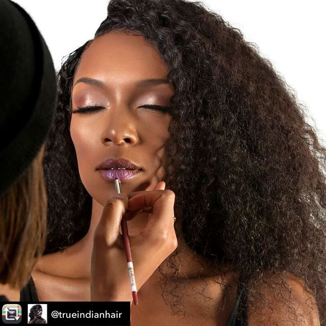 That Glow Tho . . . Repost from @trueindianhair using @RepostRegramApp - What yall doing this weekend?  @yoakalu in our 3C afrocurl getting that beat by @neonfix. Our 3C curl is available in our NYC Manhattan boutique  #kinkyhair #hairextensions #afrocurl #3chair #kinkyextensions #indianhair #curlyhair #trueindianhair #virginhair