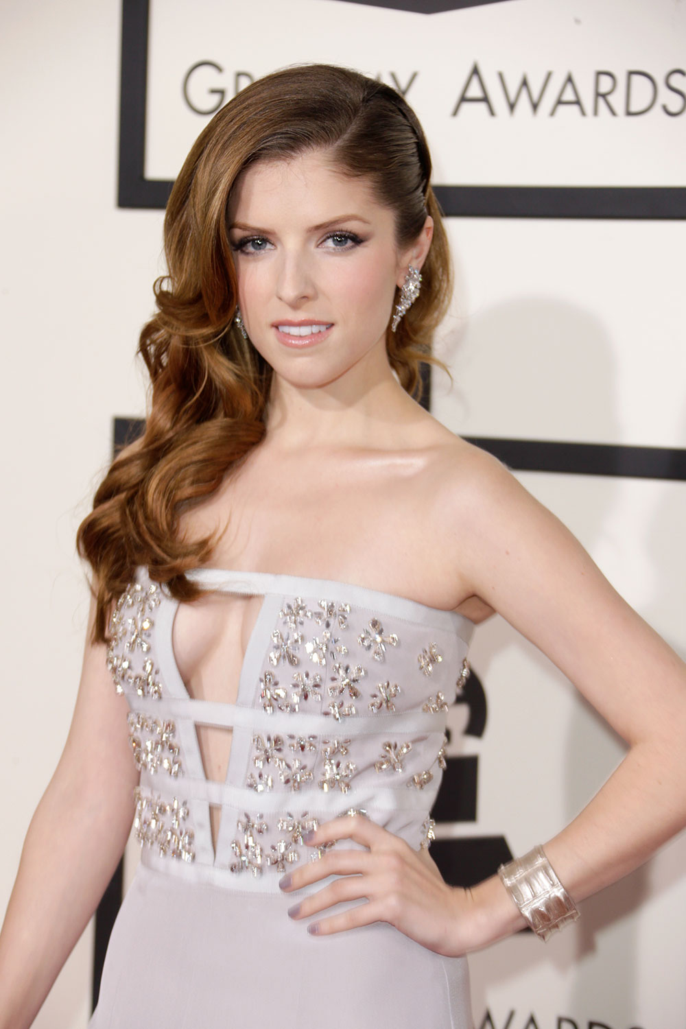 Anna Kendrick  The Waves: Hollywood Glam