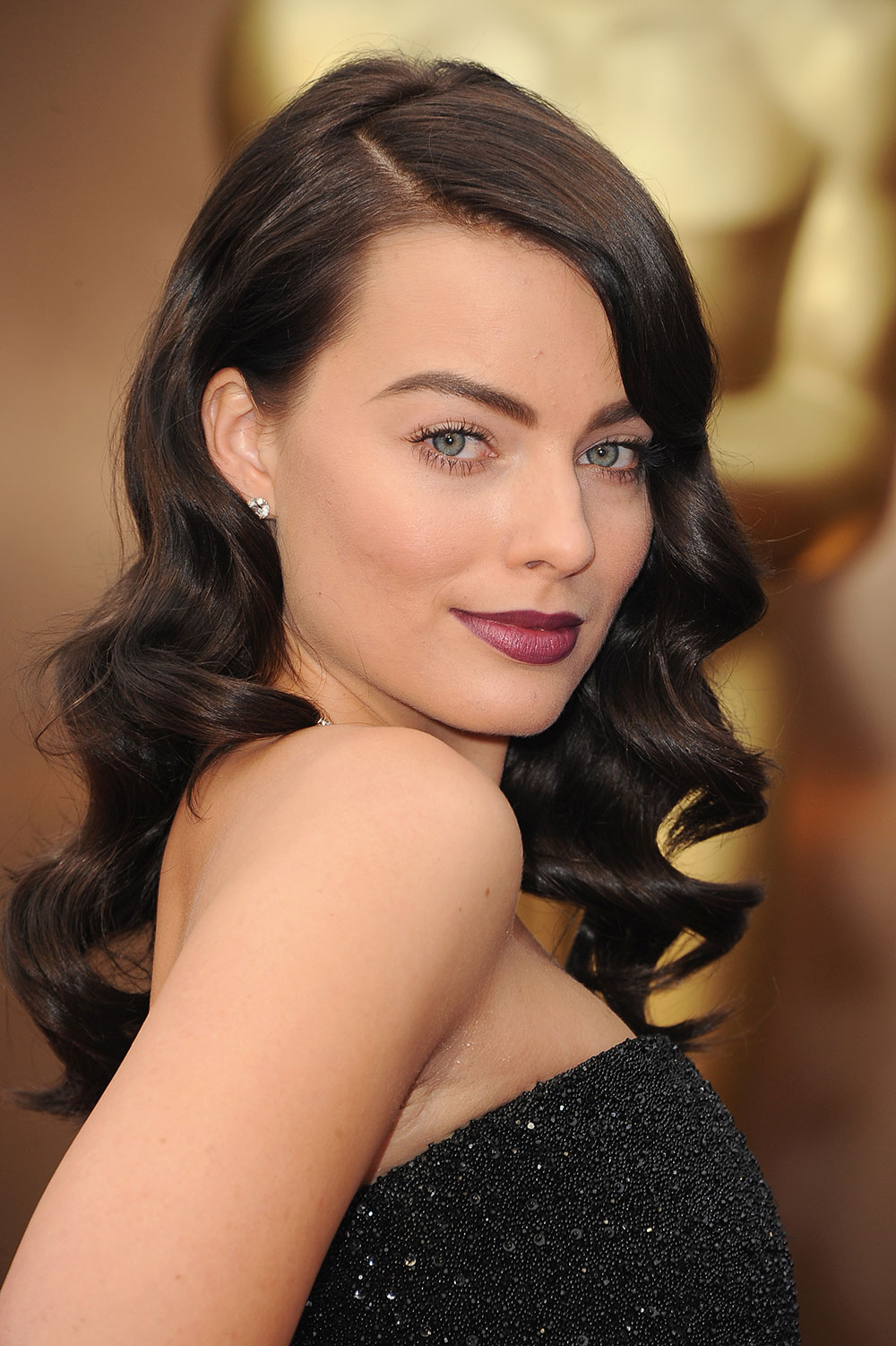 Margot Robbie  The Half and Half—Elegant Side-Sweep