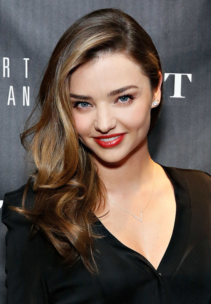 Miranda-Kerr-side-swept-glamorous-wave-works-well-floaty.jpg