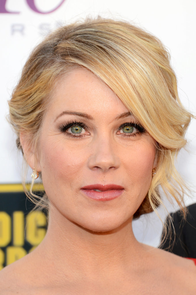 Christina-Applegate-face-framing-style-grey-eyeshadow-look.jpg