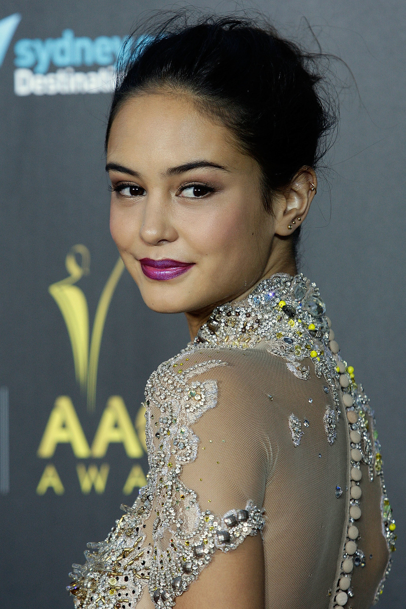 Courtney-Eaton-shows-us-exactly-how-amazing-new-season-lipcolour.jpg