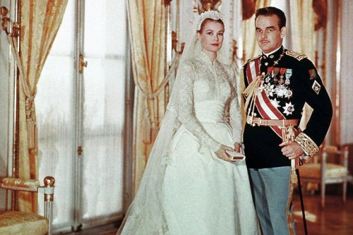The day iconic actress and Hitchcock blonde Grace Kelly became a full-fledged Princess of Monaco back in 1956. Because it was a royal wedding, it's only expected to be a very grand affair from head to toe. They actually had two wedding ceremonies, by order of the Napoleonic code of Monaco – a civil wedding that was held in the Palace Throne Room, and a religious wedding that took place in the Saint Nicholas Cathedral in Monaco.