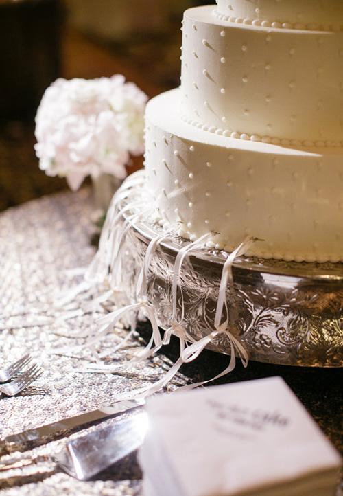 21Elegant-Candle-Lit-Wedding-The-Roosevelt-New-Orleans-Greer-G-Photography-cake-pull.jpg