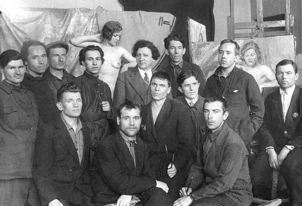 Class of I. I. Brodsky. Livchitz is third from the left, back row. Leningrad, 1932 - 1933