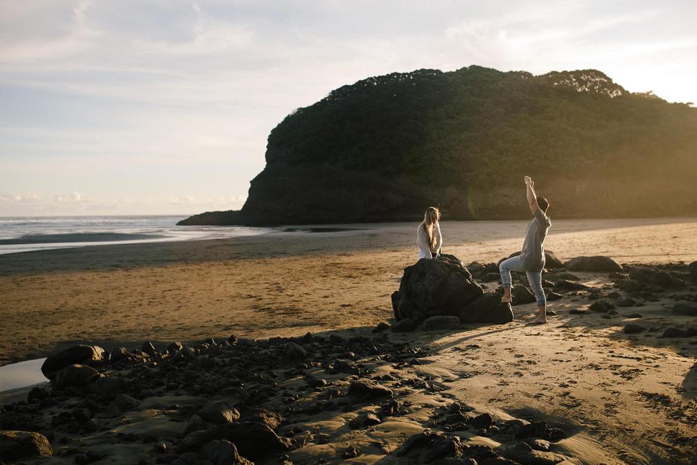 788-auckland-bethells-beach-engagement.jpg