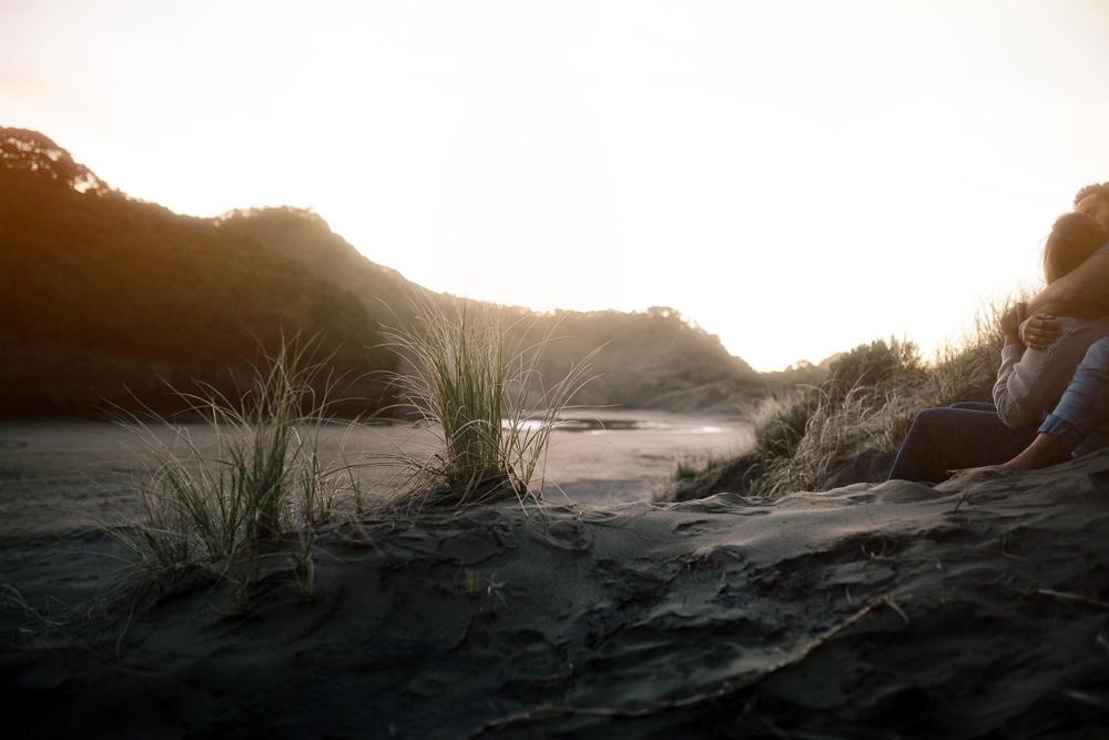 808-auckland-bethells-beach-engagement.jpg