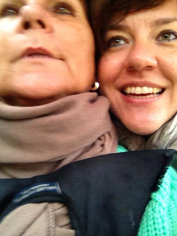 Sueli e a nova amiga Fina, estudante de Ibiza