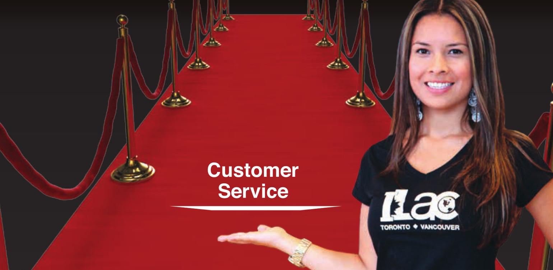 A mão é um símbolo do nosso serviço. O tapete vermelho simboliza a nossa recepção calorosa para você.